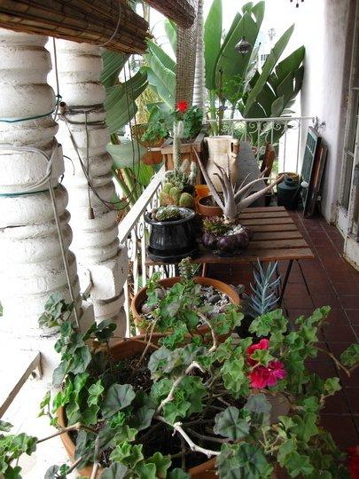 Balcones peque os y modernos 60 fotos e ideas de for Accesorios para jardines pequenos