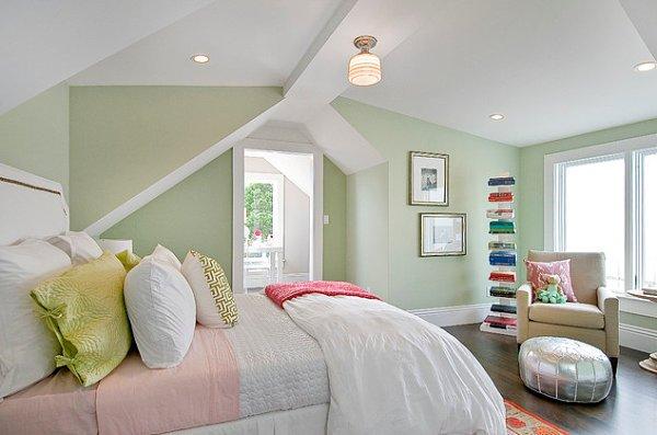 pared verde pastel, techo blanco, cama en blanco y rosa