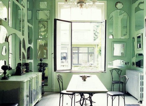 en estas dos primeras opciones quisimos resaltar justamente un modelo netamente decorativo y una sala cargada de espejos simples pero que todos juntos