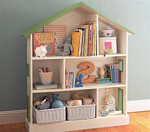 lo ideal es con cestos en mimbre revestidos con telas de sbanas viejas y entonces all tener colocados juguetes ropa limpia libros