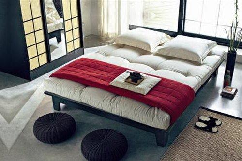 Dormitorio en color blanco, negro y rojo