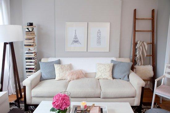 en la foto de abajo se ha pintado la pared posterior de gris oscuro y otra pared de blanco logrando profundidad los muebles en tonos claros