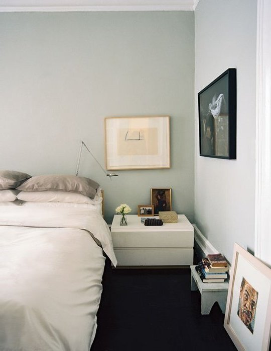 dormitorio escandinavo en tonos de blanco