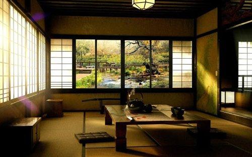 Comedor Zen japonés, con ventanas traslúcidas