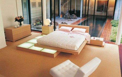 Dormitorio con ventana a jardín interior