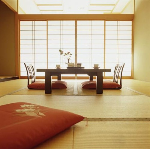 Comedor Zen con pantalla corrediza de papel de arróz