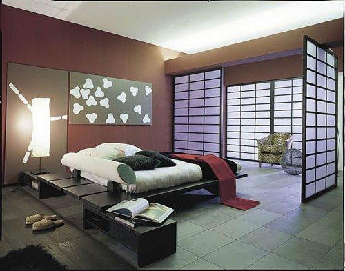 Dormitorio gris y morado con puerta japonesa