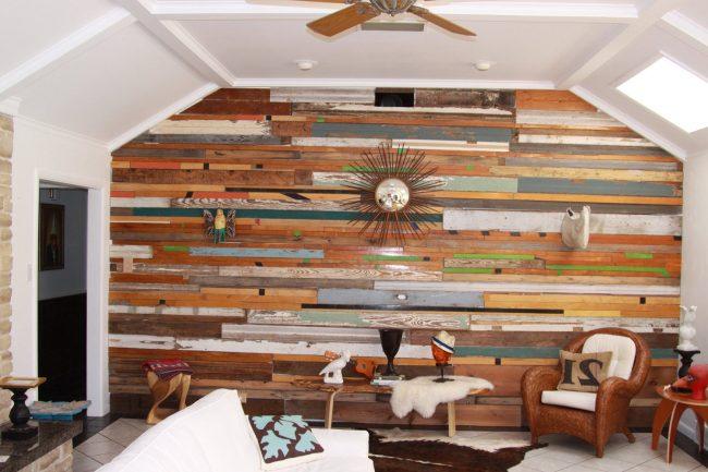 Interiores de casas r sticas 40 fotos de dise o y decoraci n brico y deco - Decoracion de paredes con madera ...
