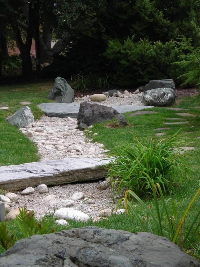 jardines con piedras en canteros