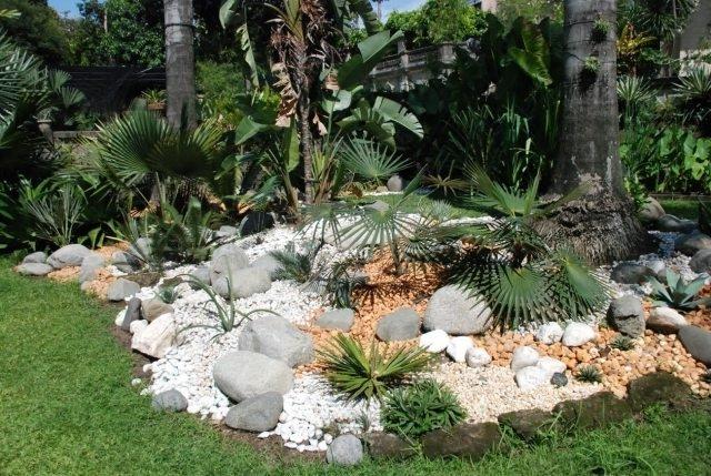 jardines con piedras 45 fotos y sugerencias para su dise o. Black Bedroom Furniture Sets. Home Design Ideas