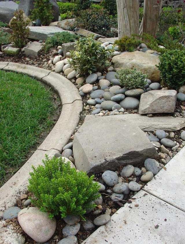 Jardines con piedras 45 fotos y sugerencias para su dise o for Arboles de jardin de hoja perenne