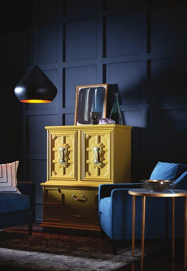 salón en azul y amarillo