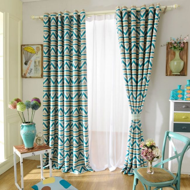 20 modelos de cortinas de tela baratas y sencillas brico for Modelos de cortinas para salon