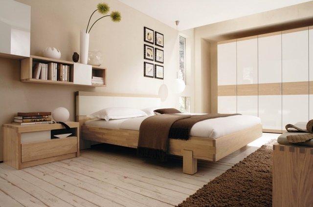 habitación en crema y madera