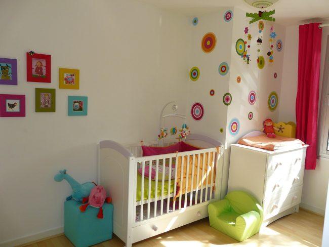 40 habitaciones de beb modernas y tips de decoraci n for Habitaciones de bebe nina modernas
