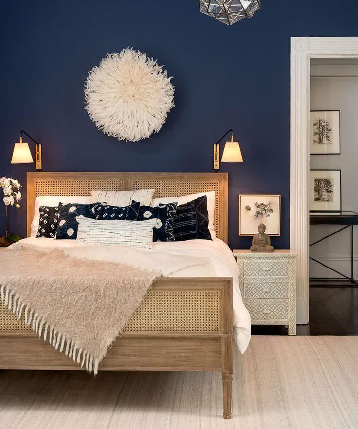 habitación en azul marino y beige
