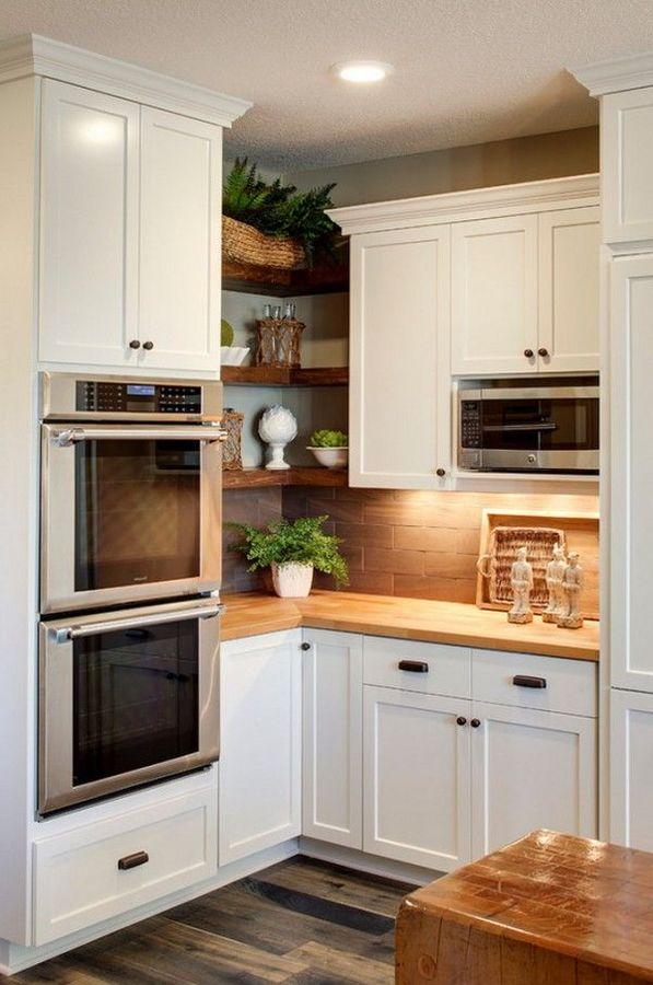 cocina pequeña en color blanco y madera