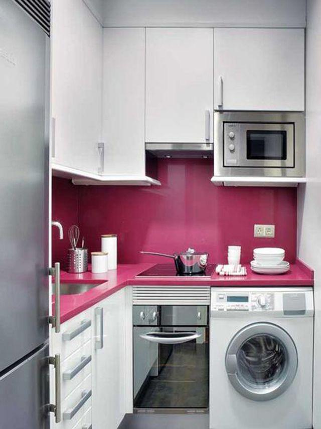 cocina pequeña en blanco y lila