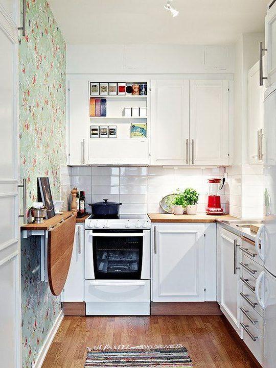 cocina pequeña blanco y madera