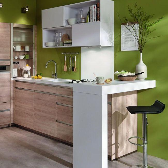cocina pequeña verde y madera