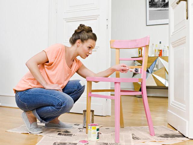 C mo pintar muebles de madera brico y deco for Pintura de muebles de madera
