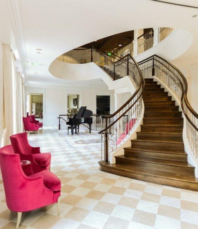 Tipos de escaleras para interiores fabulous se puede elegir entre distintos materiales y cuatro - Tipo de escaleras interiores ...