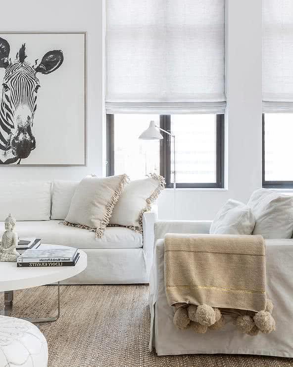 Salas modernas 2018 180 fotos tendencias e ideas de decoraci n brico y deco - Escabeles tapizados ...