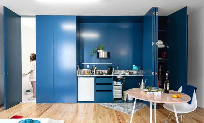 cocina moderna en color azul índigo
