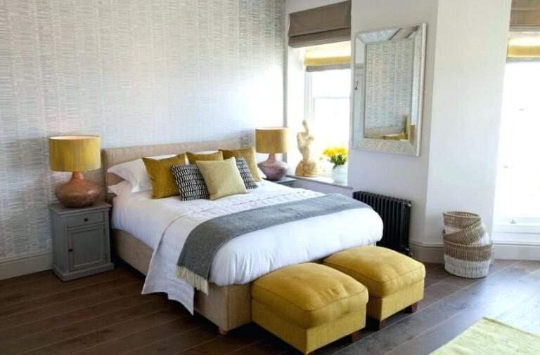 habitación gris y amarilla