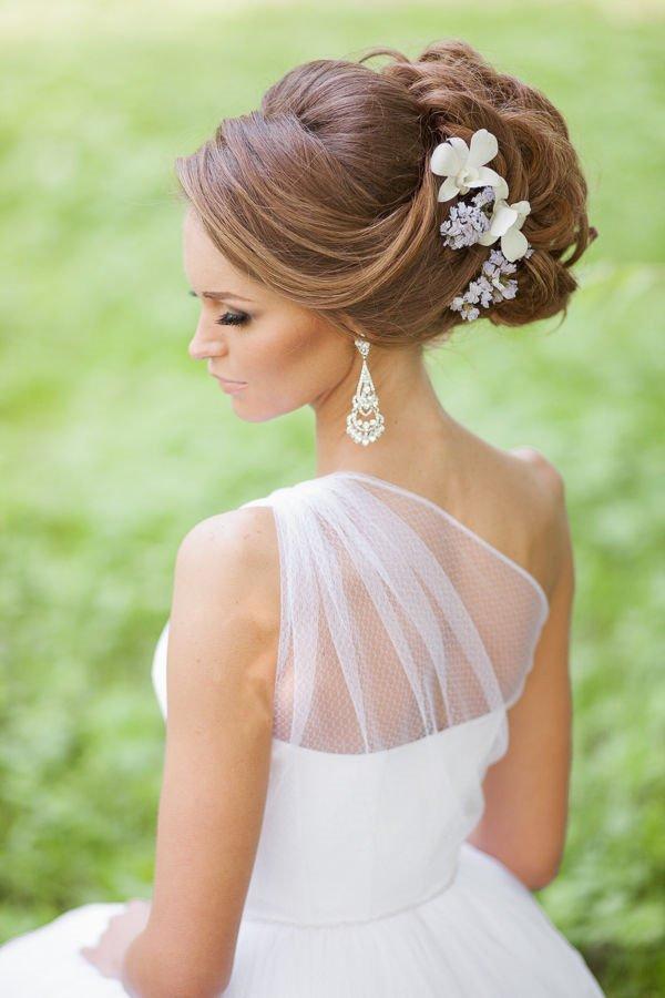 Peinados con tiaras para novias 2017