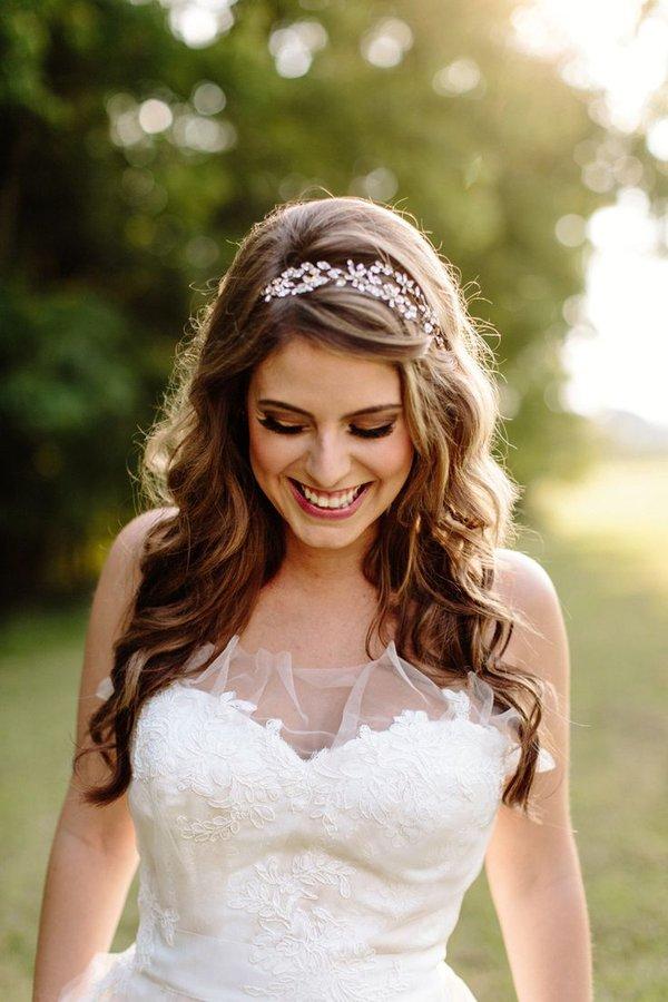Peinados para boda cabello suelto con tiara
