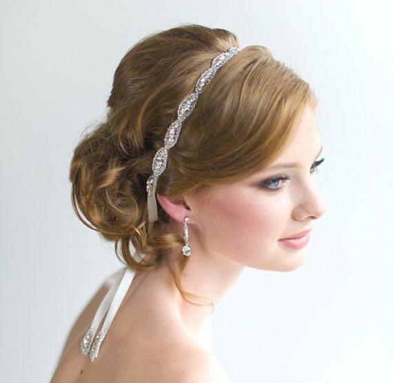 Peinados de novia con tiara 30 ideas y fotos bonitas - Peinados de novia actuales ...