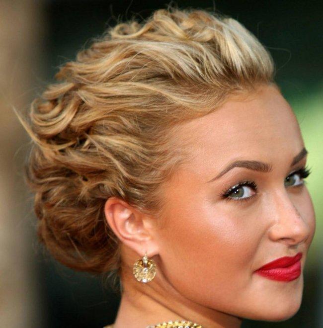 el cabello se puede recoger en la parte ms baja de la nuca y conformar un moo de forma oval vdeo recogido cabello rizado