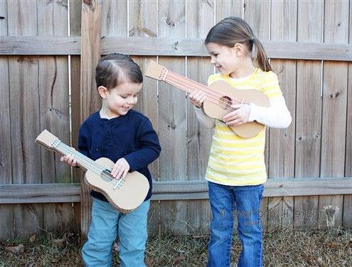 Guitarra de cart n c mo hacer paso a paso nuestros hijos for Guitarras para ninos casa amarilla