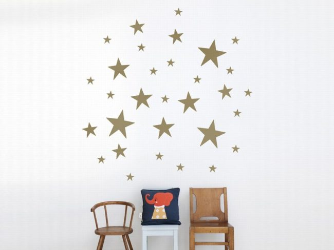 Decorar una pared con estrellas