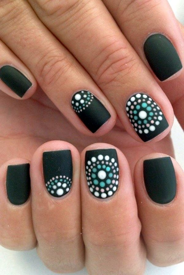 Unas Decoradas Con Esmalte Cafe Versatil