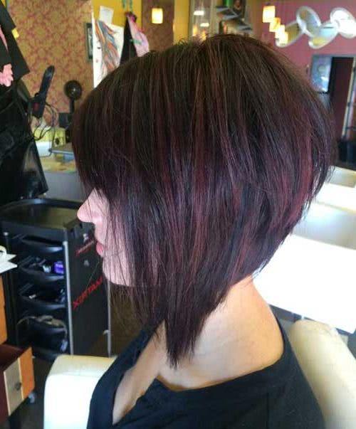 Corte de cabello estilo bob asimetrico