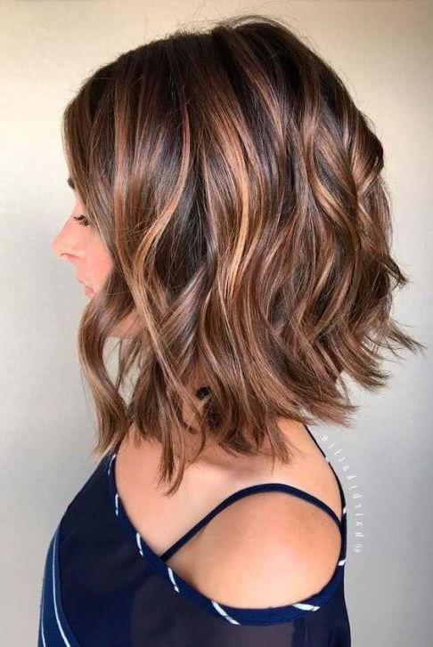 Corte de cabello bob corto en capas
